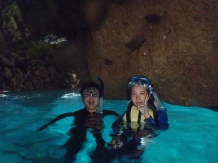 沖縄の青の洞窟