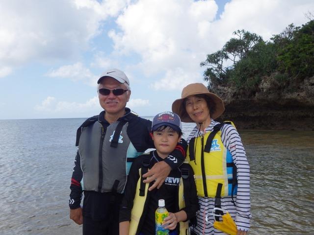おじいちゃんとおばあちゃんと沖縄の海